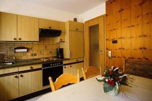 Küche/Küchenzeile in der Unterkunft Haus Margot Armbruster