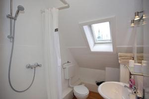 Ein Badezimmer in der Unterkunft Ferienwohnung am Rathausmarkt 1