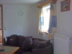 Ein Sitzbereich in der Unterkunft Ferienwohnung Meislerlehen