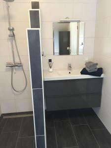 Ein Badezimmer in der Unterkunft Huus Windroos  Wohnung 2