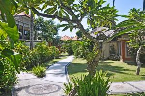 A garden outside Bayside Bungalows