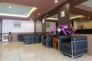 The lobby or reception area at Hotel Naniwa Shimanouchi