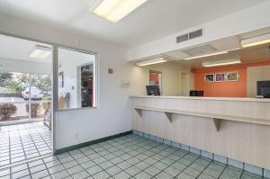 The lobby or reception area at Motel 6-Topeka, KS - Northwest