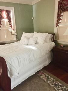 A bed or beds in a room at Stephen Clay Homestead Bed and Breakfast