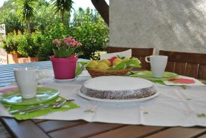 A restaurant or other place to eat at Casa Stella a Palinuro Bandiera Blu anche per il 2020