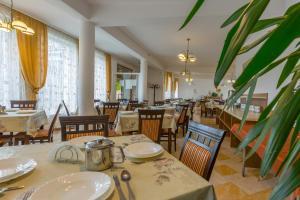 Restauracja lub miejsce do jedzenia w obiekcie DW Halny