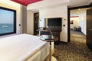 A television and/or entertainment center at Park Inn by Radisson Izmir