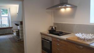 A kitchen or kitchenette at La Maison de Mes Parents