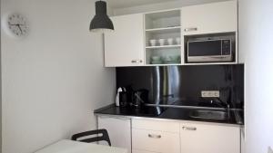A kitchen or kitchenette at Ferienwohnung nähe Uniklinik