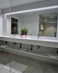 A bathroom at Weinrefugium Brolli