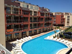 Изглед към басейн в Апарт-Хотел Онегин & СПА или наблизо
