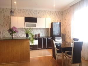A kitchen or kitchenette at Guest House Tamta