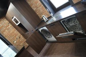 A kitchen or kitchenette at Apartment near Golden Gates
