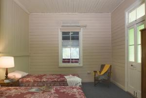A bed or beds in a room at Inverary Homestead
