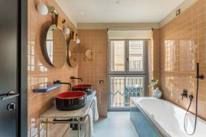 A bathroom at Room Mate Giulia