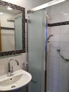 Ein Badezimmer in der Unterkunft Haus Lisa