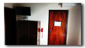 A television and/or entertainment center at Hotel Flórida