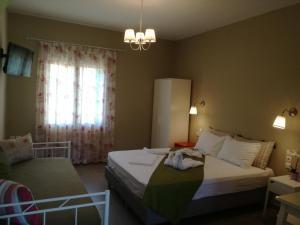 Ένα ή περισσότερα κρεβάτια σε δωμάτιο στο Kallisti Seaside Studios Skopelos