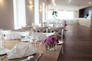 A restaurant or other place to eat at Strand Spa & Conference Hotel