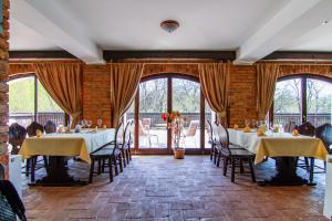 Un restaurant sau alt loc unde se poate mânca la Pensiunea Gentiana