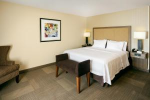 A bed or beds in a room at Hampton Inn & Suites Las Vegas-Red Rock/Summerlin