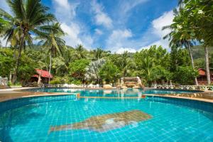 The swimming pool at or close to Bottle Beach 1 Resort