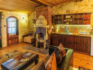 A kitchen or kitchenette at Adanos Konuk Evi