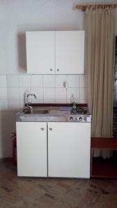Η κουζίνα ή μικρή κουζίνα στο Akis Apartments