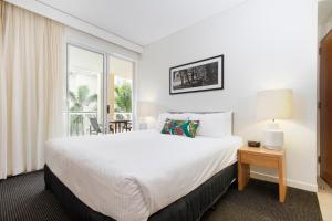 A bed or beds in a room at 221 Laguna on Hastings