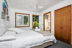 A bed or beds in a room at Lorhiti Apartments