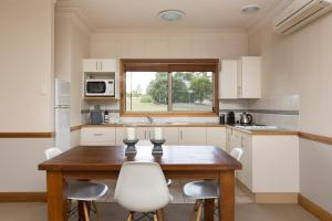 A kitchen or kitchenette at Windsors Edge Cottage Rothbury
