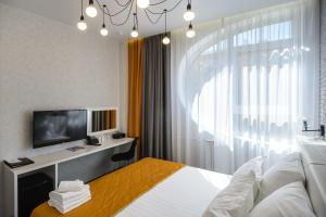 A television and/or entertainment centre at Ahotels Design Style on Sovetskaya