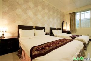 A bed or beds in a room at Hualien Lake Villa