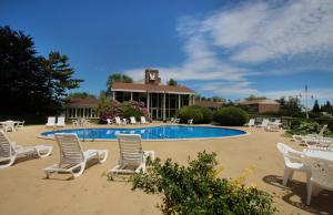 The swimming pool at or close to Seashore Park Inn