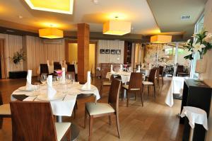 Un restaurante o sitio para comer en Hotel Spa Norat O Grove 3* Superior