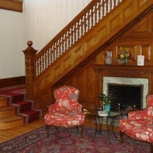A seating area at Estabrook House Bed and Breakfast