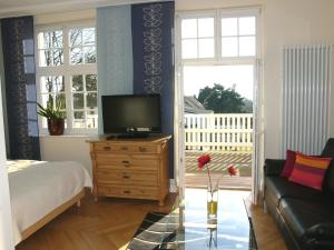 Телевизор и/или развлекательный центр в Villa Andante Apartmenthotel