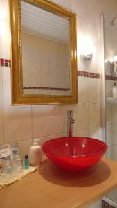 A bathroom at Hotel garni Historischer Krug