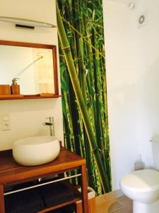 A bathroom at L'Islo Bamboo
