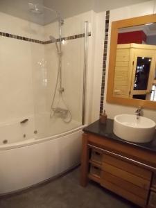 A bathroom at La Vue De Château