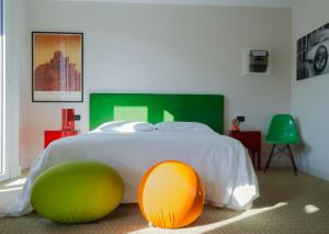 A bed or beds in a room at Boutique Hotel Trieste