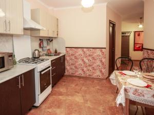 A kitchen or kitchenette at Apartment on Internatcionalnoy