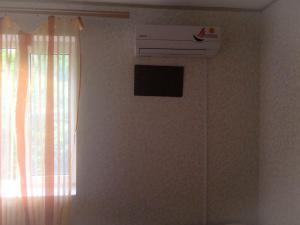 Телевизор и/или развлекательный центр в Guest House Dobro Pozhalovat