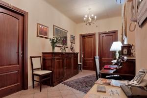 The lobby or reception area at Chiaro Di Luna