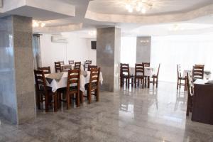 Un restaurant sau alt loc unde se poate mânca la Hotel Clas