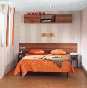 A bed or beds in a room at Camping Chantemerle