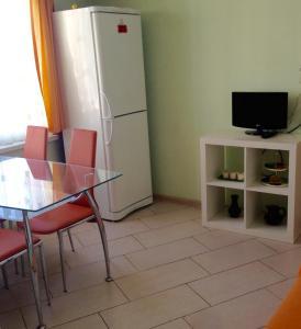 Телевизор и/или развлекательный центр в Апартаменты на Ландышевой
