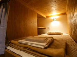 難波福宿旅舍房間的床