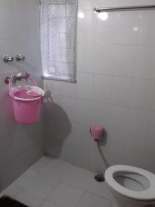 A bathroom at Kailash Hotel