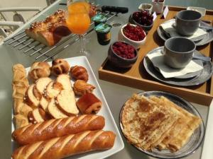 Options de petit-déjeuner proposées aux clients de l'établissement La Lavandiere Spa Jacuzzi